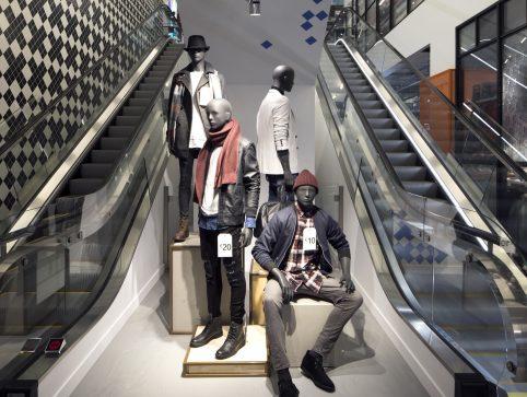 Cl9 Amsterdam Damrak Photo 8633 Mannequins