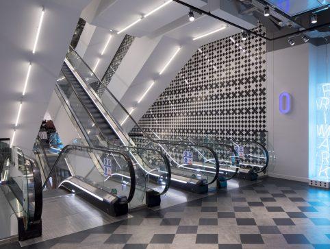 Cl9 Amsterdam Damrak Photo 8794 Escalators