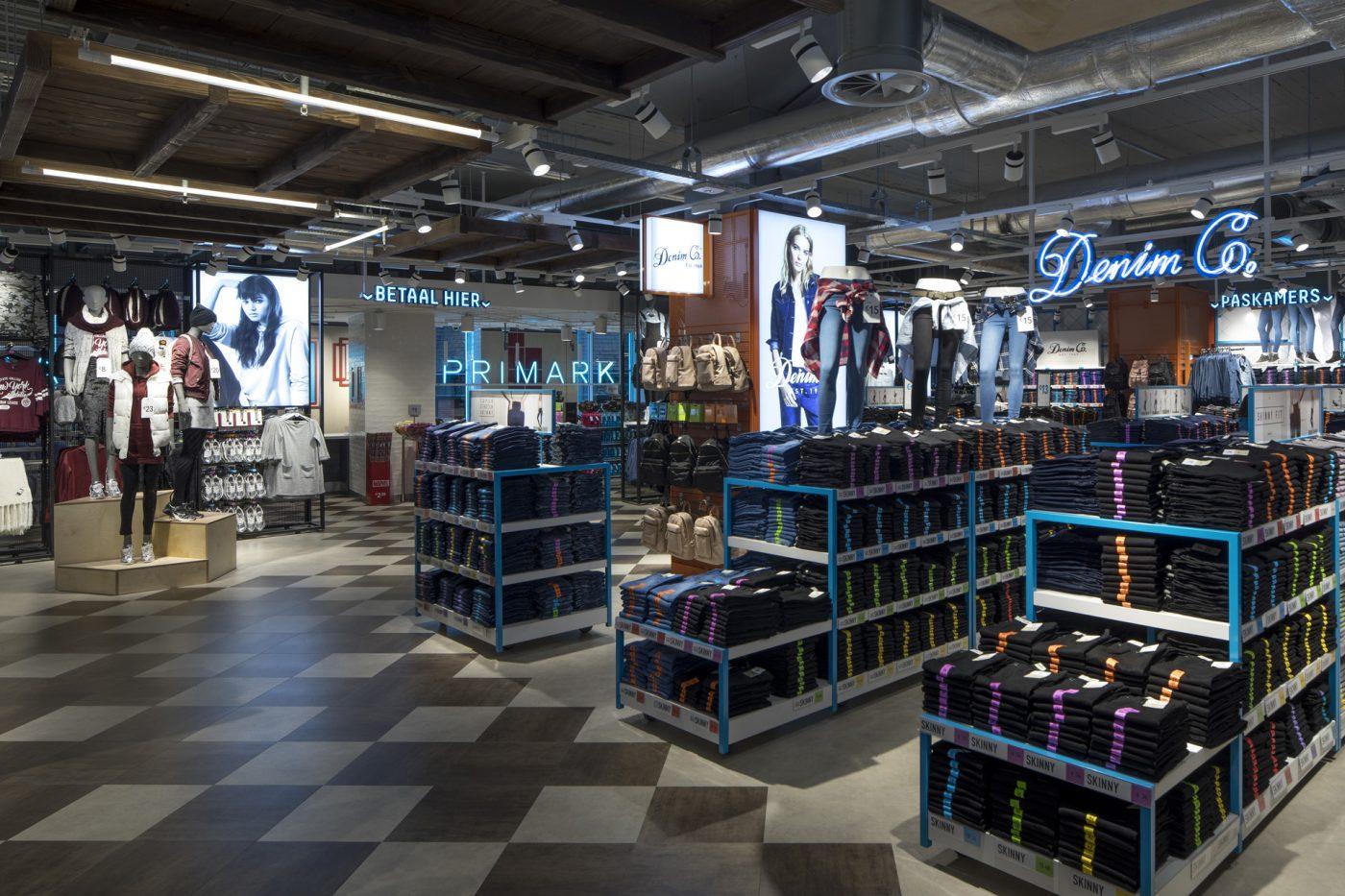 Cl9 Amsterdam Damrak Photo 8524 Ladieswear