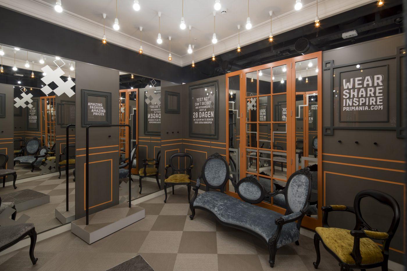 Cl9 Amsterdam Damrak Photo 8539 Fitting Rooms